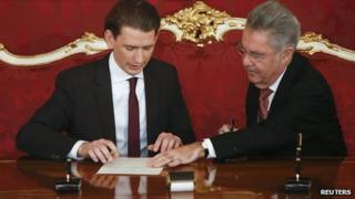 Austrian President Heinz Fischer (R) and the new Foreign Minister Sebastian Kurz sign the inauguration paper in Vienna