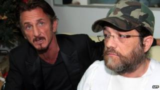Jacob Ostreicher (right) is accompanied by US actor Sean Penn during a press conference in Santa Cruz, Bolivia, on 12 December 2013