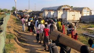 Sudanese entering UN camps