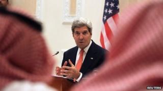 John Kerry addresses a news conference in Riyadh (4 November 2013)
