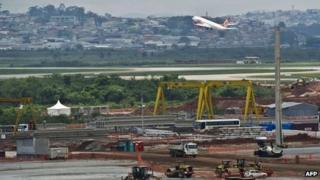 Plane landing at Guarulhos airport