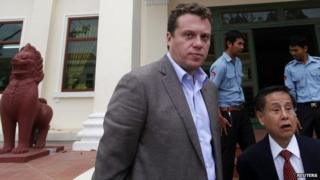 Russian tycoon Sergei Polonsky (C) and his lawyer (wearing tie) speak to the media at the Appeal Court in central Phnom Penh, 13 January 2014