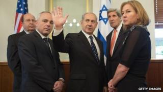 Moshe Yaalon (left) and John Kerry (2nd right) during a meeting in Jerusalem. Photo: May 2013