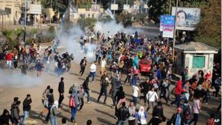 Student protesters outside Cairo University in Giza, Egypt (16 Jan 2014)