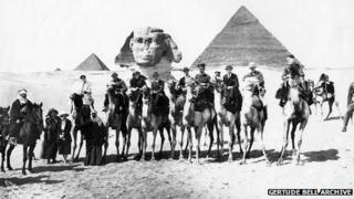 In front of sphinx and pyramids with Gertrude Bell, Churchill and TE Lawrence