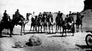 Gertrude Bell, Churchill, TE Lawrence on camels