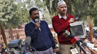 Arvind Kejriwal (left) and his supporters want to put an end to corruption in government agencies
