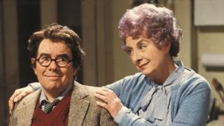 Ronnie Corbett and Barbara Lott in Sorry