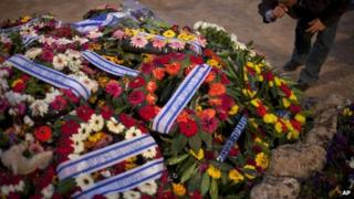 Flowers on grave of Ariel Sharon