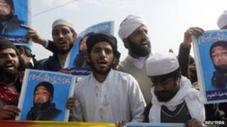 Protest by hardline Islamic party in support of the killer of Punjab Governor Salman Taseer