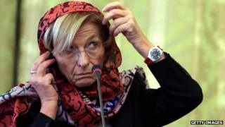 Emma Bonino wears a headscarf during a meeting with Iran's foreign minister
