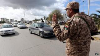 Libyan soldier at a checkpoint in Tripoli (26 January 2014)