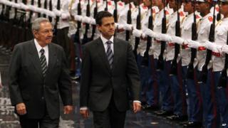 Cuban President Raul Castro (l) receives Mexican President Enrique Pena Nieto in Havana