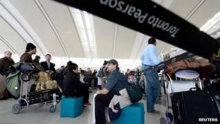 Snowden leaks: Canada 'spied on airport travellers'