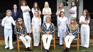 Ipswich School girls recreate cricket pose