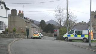 Police vehicles in Clynnogfawr