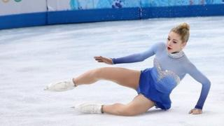 US Olympic skater Gracie Gold falls to the ice during her competition in Sochi on 20 February, 2014.
