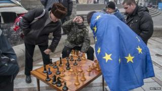Anti-government protesters play chess in Kiev (27 December 2013)