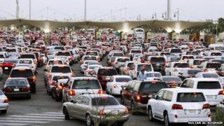 Congestion at the border crossing between Saudi Arabia and Bahrain