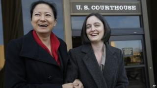 Cleopatra De Leon (left) and Nicole Dimetman arrive at the US Federal Courthouse, in San Antonio, 12 February 2014