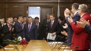 The Speaker of the Russian Parliament, Sergei Naryshkin, (background right) welcomes the chairman of the Crimean parliament Vladimir Konstantinov (centre) in Moscow (7 March 2014)