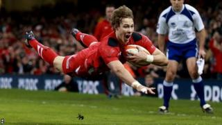 Liam Williams dives over to score Wales' first try