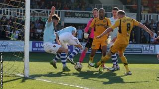 Lee Minshull equalises for Newport County against Exeter City