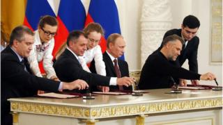 Crimean leader and President Putin sign the deal