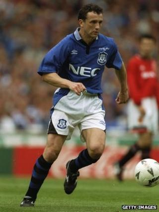 Barry Horne playing for Everton in the 1995 FA Cup Final