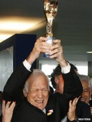 Hideraldo Luiz Bellini lifts the Jules Rimet Trophy during a ceremony in Brasilia, on June 26, 2008