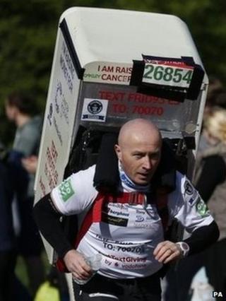 London Marathon 2014: Farah misses out on marathon win bid