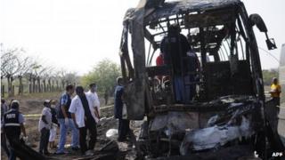 Scene of coach accident in Veracruz state, 13 April 2014