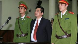 File photo: Dissident Cu Huy Ha Vu (centre) in court in Hanoi during his trial on 4 April 2011