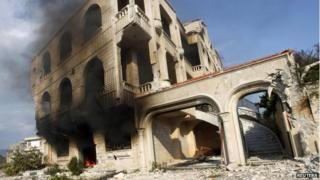 Syria crisis: Homs bomb kills at least 14 in Alawite area