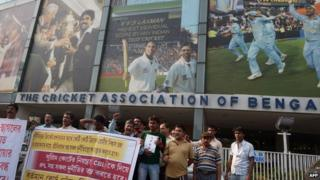 File photo: Indian demonstrators shout slogans against Board of Control for Cricket in India (BCCI) president Narayanaswami Srinivasan in front of the Eden Gardens in Calcutta on 28 March 2014