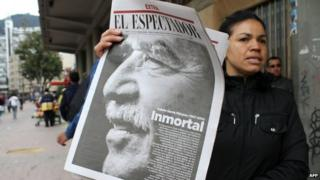 A newspaper vendor holds a newspaper announcing the death of Colombian author Gabriel Garcia Marquez on 18 April, 2014