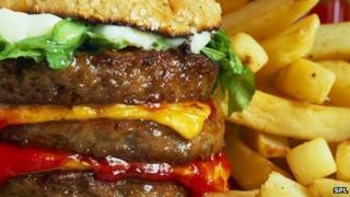 Binge drinking 'link to overeating'