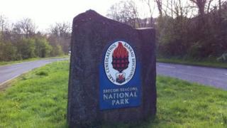 Arwydd Parc y Bannau