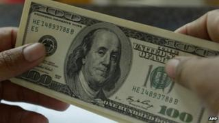 A 100 US dollar note