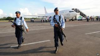 Indonesian soldiers secure the Virgin Australia plane at Denpasar airport - 25 April 2014.