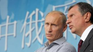 Igor Sechin (right) with President Putin in August 2010
