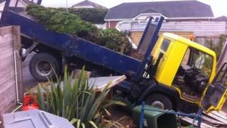 Lorry crashes into garden of house in Tempo