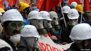 Protestors wearing gas masks in Istanbul on 1 May 2014