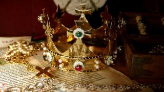 Richard III funeral crown
