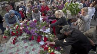Flowers for victims in Odessa, 3 May