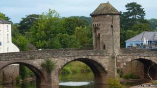 Gill Williams sent us this shot of Monnow Bridge in Monmouth