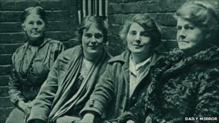 L-R Jailer, Hetty Wheeldon, Winnie Mason, Alice Wheeldon