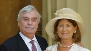 Leslie Thomas, with his wife Diana, receiving the OBE awarded to him in 2004