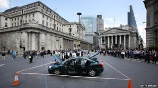 Car abandoned outside the Bank of England
