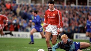 Ryan Giggs goes round Oldham Athletic goalkeeper Jon Hallworth to score Manchester United sixth goal of the match in 1991